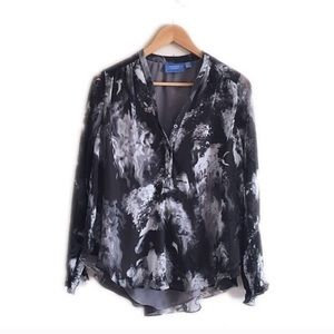 Simply Vera black and gray silky top.
